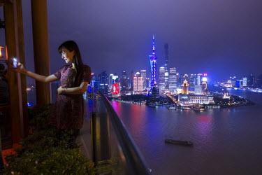 CN03386 Vue bar at the Hyatt on the Bund, and Pudong skyline, Shanghai, China