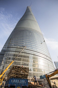CN03525 Shanghai Tower (2nd tallest building in the world in 2014), Lujiazui, Pudong, Shanghai, China