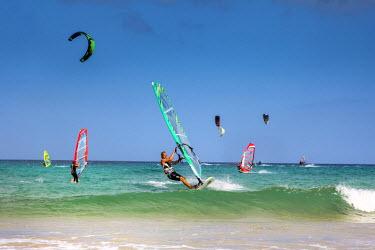 SPA6085AW Wind surfer, Playa de Sotavento, Fuerteventura, Canary Islands, Spain