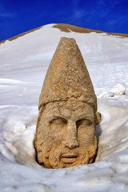 HMS0200480 Turkey, Eastern Anatolia, Nemrut Dag (Mount Nemrut), listed as World Heritage by UNESCO, Antiochos Sanctuary, western terrace
