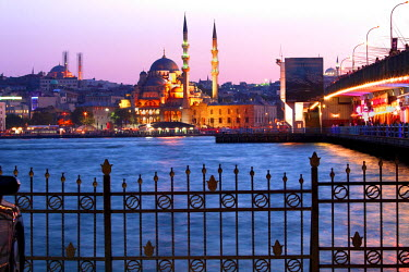 HMS0356378 Turkey, Istanbul, Beyoglu, Karakoy District, Galata Bridge over the Golden Horn strait, the Yeni Cami (New Mosque) in the historical centre listed as World Heritage by UNESCO