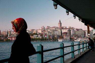 HMS0358477 Turkey, Istanbul, Galata Bridge over the Golden Horn Strait