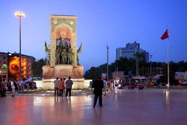 HMS0442930 Turkey, Istanbul, Beyoglu, Taksim District, Taksim Square, Ataturk monument