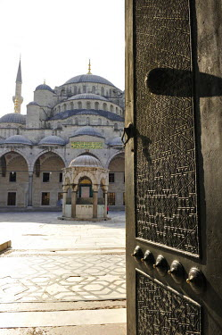 HMS0530922 Turkey, Istanbul, historical centre listed as World Heritage by UNESCO, Sultanahmet District, Sultan Ahmet Camii Mosque (Blue Mosque)