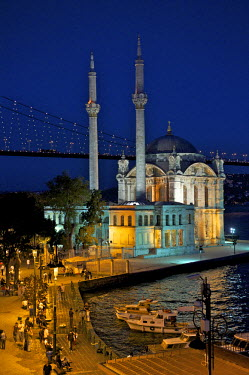 HMS0531154 Turkey, Istanbul, Ortakoy District, Ortakoy Mosque and Bosphorus Bridge in the background