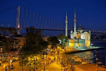 HMS0531155 Turkey, Istanbul, Ortakoy District, Ortakoy Mosque and Bosphorus Bridge in the background