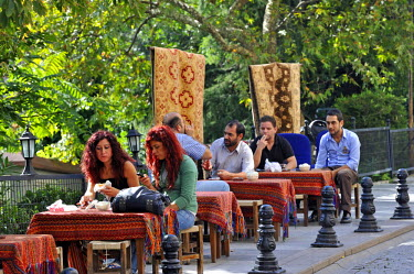 HMS0530995 Turkey, Istanbul, historical center listed as World Heritage by UNESCO, Sultanahmet District, cafe terrace