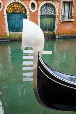ITA3440AW Gondola bow, Venice, Veneto, Italy