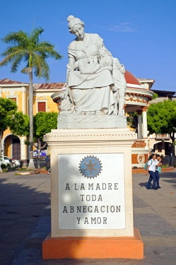 NIC0184 Nicaragua, Granada. La Madre Toda Abnegacion y Amor. A statue in the main square of Granada dedicated to all the loving and self-sacrificing mothers.