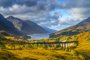 UK03317 UK, Scotland, Highland, Loch Shiel, Glenfinnan, Glenfinnan Railway Viaduct, part of the West Highland Line, The Jacobite Steam Train, made famous in JK Rowling's Harry Potter as the Hogwarts Express