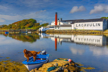 UK03289 UK, Scotland, Argyll and Bute, Islay, Lagavulin Bay, Lagavulin Whisky Distillery