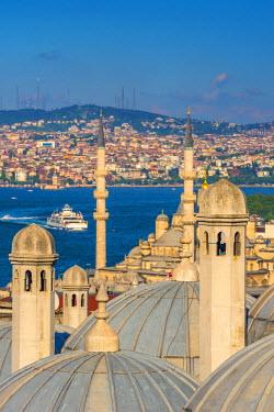 TK231RF Turkey, Istanbul, Sultanahmet , domes of the Suleymaniye Mosque (Suleymaniye Camii) complex with New Mosque (Yeni Camii) beyond