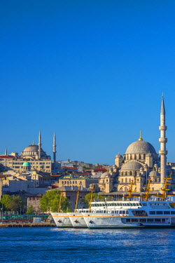 TK233RF Turkey, Istanbul, Sultanahmet, The Golden Horn, New Mosque (Yeni Camii)