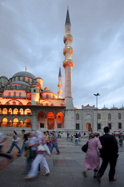 HMS0563368 Turkey, Istanbul, historical centre listed as World Heritage by UNESCO, Eminonu District, the Yeni Cami (New Mosque)