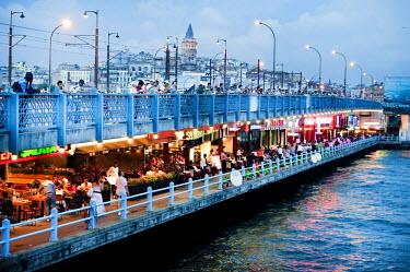 HMS1932700 Turkey, Istanbul, Galata Bridge over the Golden Horn Strait