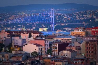 HMS1932726 Turkey, Istanbul, Ortakoy District, Bosphorus Bridge