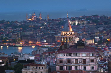 HMS1932909 Turkey, Istanbul, historical centre listed as World Heritage by UNESCO, view on the Golden Horn and Sultanahamet District with the Blue Mosque, Galata Tower in the foreground