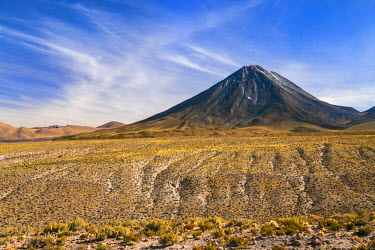 CHI8942 Chile, Atacama Desert, Altiplano; Antofagasta Region, El Loa Province. The strato-volcano Licanabur photographed from the Altiplano.