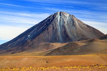 CHI8945 Chile, Atacama Desert, Altiplano; Antofagasta Region, El Loa Province. The strato-volcano Licanabur photographed from the Altiplano.