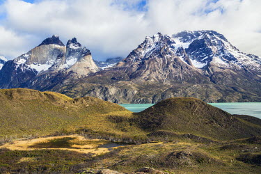 CHI8991 Chile, Torres del Paine, Magallanes Province. A scenic view in the Torres del Paine National Park with Lake Nordenskjold below the peaks of Cuernos del Paine and Almirante Nieto of the magnificent Pai...