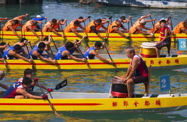 CH10352AW Dragon boat race, Shau Kei Wan, Hong Kong Island, Hong Kong