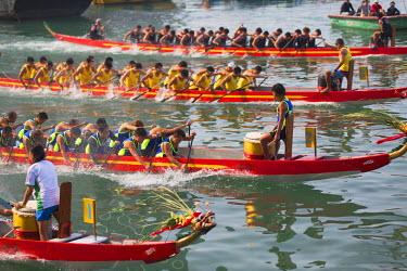 CH10357AW Dragon boat race, Shau Kei Wan, Hong Kong Island, Hong Kong