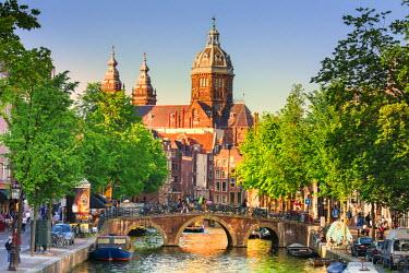 NLD0020AW Netherlands, North Holland, Amsterdam. Oudezijds Achterburgwal Canal and Saint Nicholas Church (St Nicolaas Kerk)