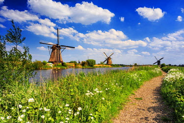 NLD0034AW Netherlands, South Holland, Kinderdijk. Windmills