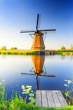 NLD0040AW Netherlands, South Holland, Kinderdijk. Windmills