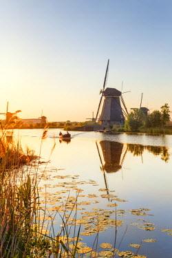 NLD0042AW Netherlands, South Holland, Kinderdijk. Windmills