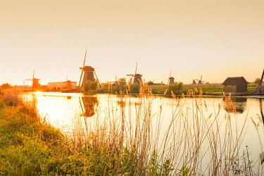 NLD0043AW Netherlands, South Holland, Kinderdijk. Windmills