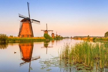 NLD0046AW Netherlands, South Holland, Kinderdijk. Windmills
