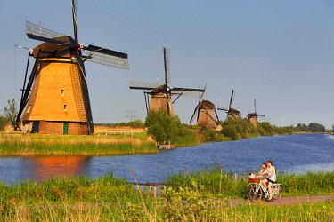 NLD0048AW Netherlands, South Holland, Kinderdijk. Windmills