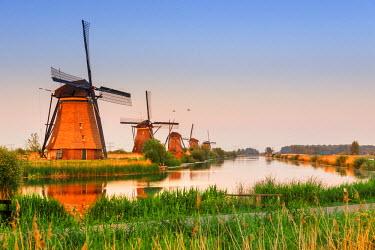 NLD0050AW Netherlands, South Holland, Kinderdijk. Windmills
