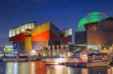 JAP0711AW Osaka Aquarium, Suntory Museum and Ferris wheel at dusk, Tempozan, Osaka, Kansai, Japan