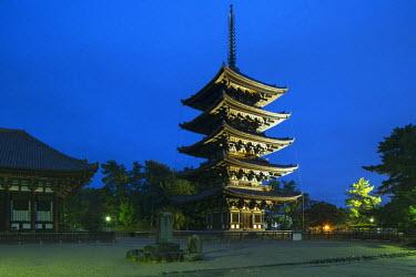 JAP0714AW Pagoda at Kofuku-ji Temple (UNESCO World Heritage Site) at dusk, Nara, Kansai, Japan
