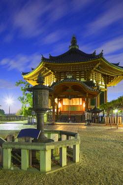 JAP0751AW Pagoda at Kofuku-ji Temple (UNESCO World Heritage Site) at dusk, Nara, Kansai, Japan