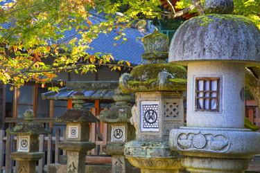 JAP0763AW Stone lanterns at Sangatsudo Hall in Nara Park, Nara, Kansai, Japan