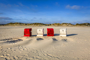 GER8254AW Red and white beach baskets, Amrum Island, Northern Frisia, Schleswig-Holstein, Germany