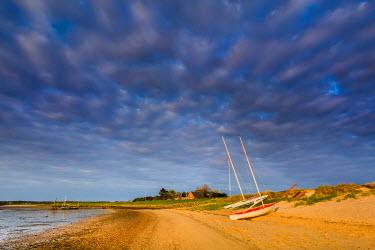 GER8282AW Boats on beach, Steenodde, Amrum Island, Northern Frisia, Schleswig-Holstein, Germany