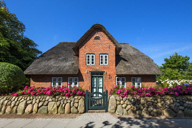 GER8340AW Traditional thatched house, Keitum, Sylt Island, Northern Frisia, Schleswig-Holstein, Germany
