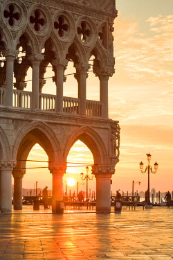ITA3542AW Italy, Veneto, Venice. Sunrise over Piazzetta San Marco and Doges palace
