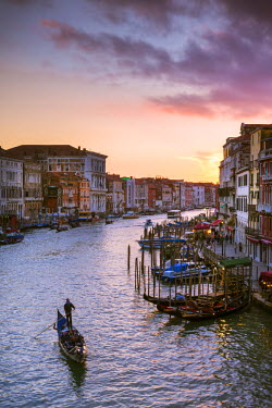 ITA3507AW Italy, Veneto, Venice. Grand canal at sunset from Rialto bridge