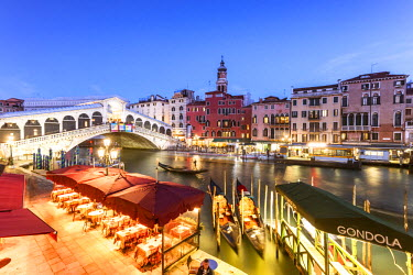 ITA3514AW Italy, Veneto, Venice. Rialto bridge at dusk, high angle view