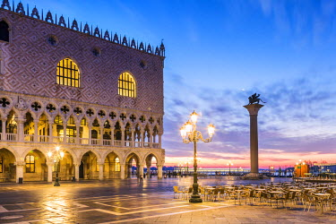ITA3534AW Italy, Veneto, Venice. Sunrise over Piazzetta San Marco and Doges palace
