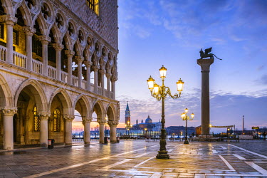 ITA3537AW Italy, Veneto, Venice. Sunrise over Piazzetta San Marco and Doges palace