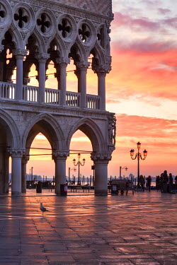 ITA3540AW Italy, Veneto, Venice. Sunrise over Piazzetta San Marco and Doges palace
