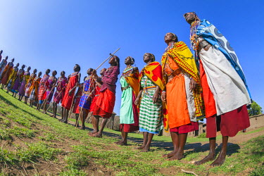 KEN9126AW Africa, Kenya, Narok County, Masai Mara. Masai men and women dancing at their homestead.