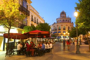 SPA6333AW Street cafe in front of Pedro Domecq building,  Calle Larga in Jerez de la Frontera, Costa de la Luz, Andalusia, Spain