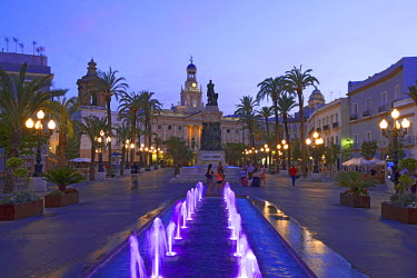 SPA6316AW Plaza San Juan de Dios and city hall, Cadiz, Costa de la Luz, Andalusia, Spain